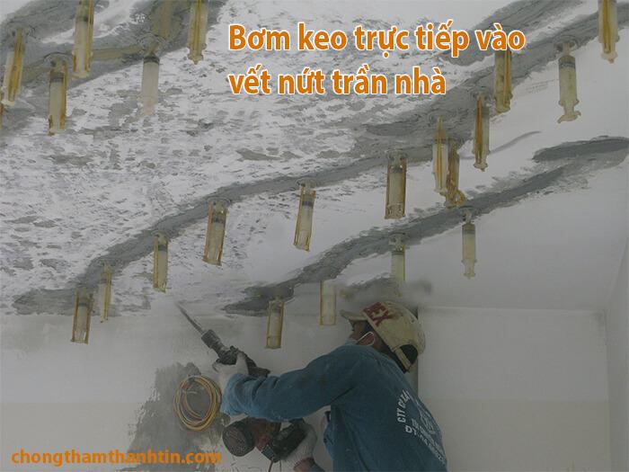 bom-keo-vao-tran-nha-bi-nut (1)