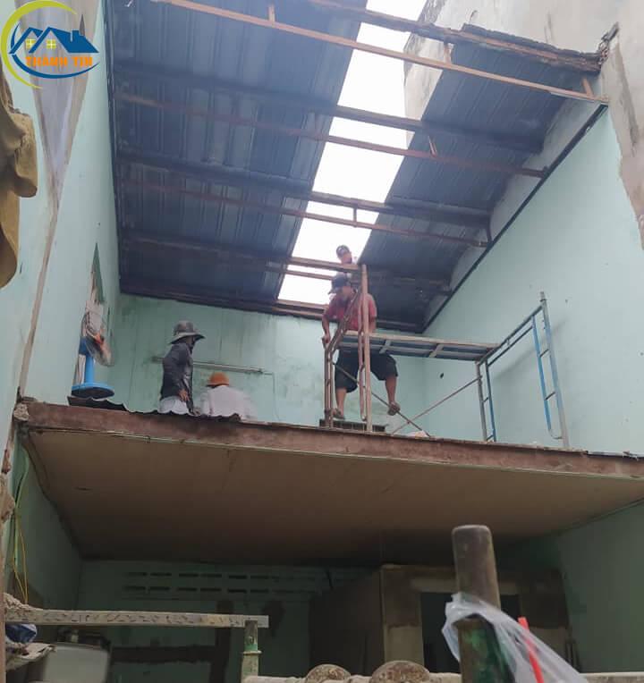 Sửa chữa nhà có gác lững, thi công lợp lại mái tôn